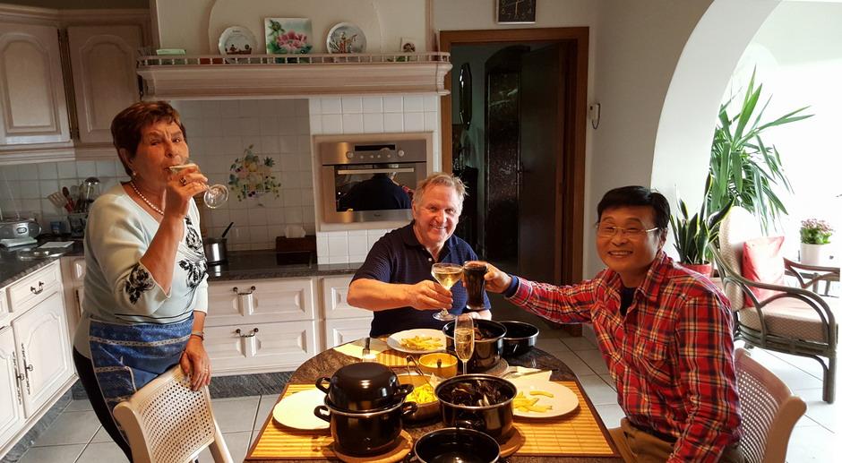 邓辉先生在戈马力家与其共进午餐