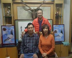 我和师傅世界鸽神邓文敏老师在一起